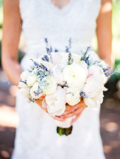 Bouquet de mariée avec de la lavande